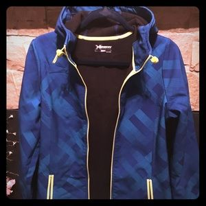 Water-resistant performance jacket